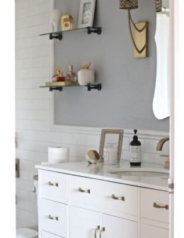 white subway tile and brass fixture bathroom, white and brass bathroom ideas, small bathroom decorating ideas,
