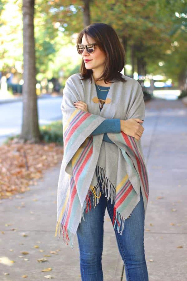 American Eagle poncho, ways to wear a poncho