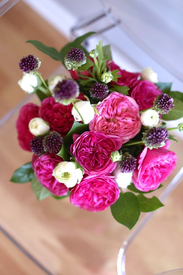 how to make a floral arrangement at home - rose and ranunculus arrangement via @mystylevita