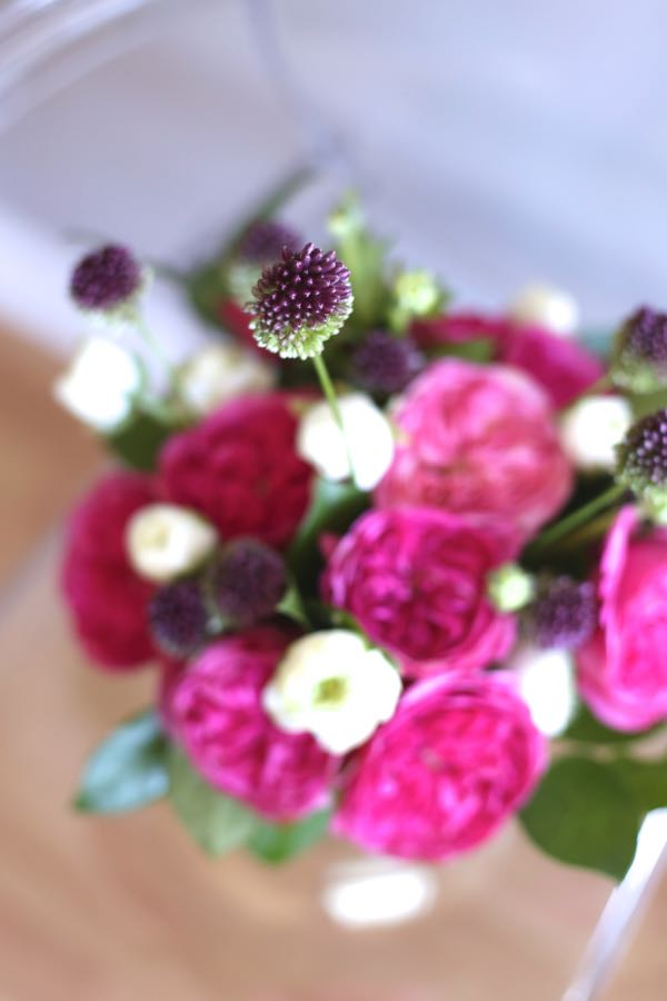 rose and ranunculus arrangement via @mystylevita 2