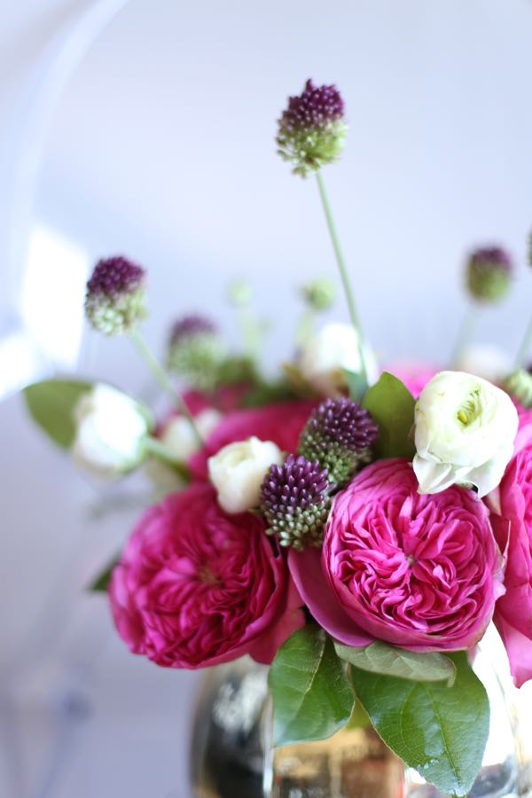 rose and ranunculus arrangement via @mystylevita 4