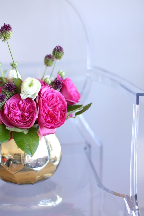 rose and ranunculus arrangement via @mystylevita 7