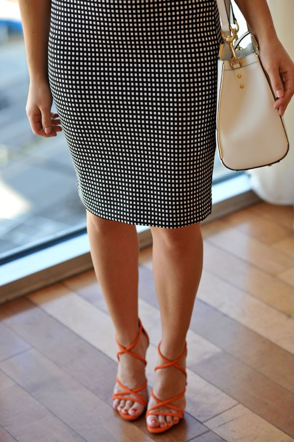 Express checkered pencil skirt and schutz heels via @mystylevita