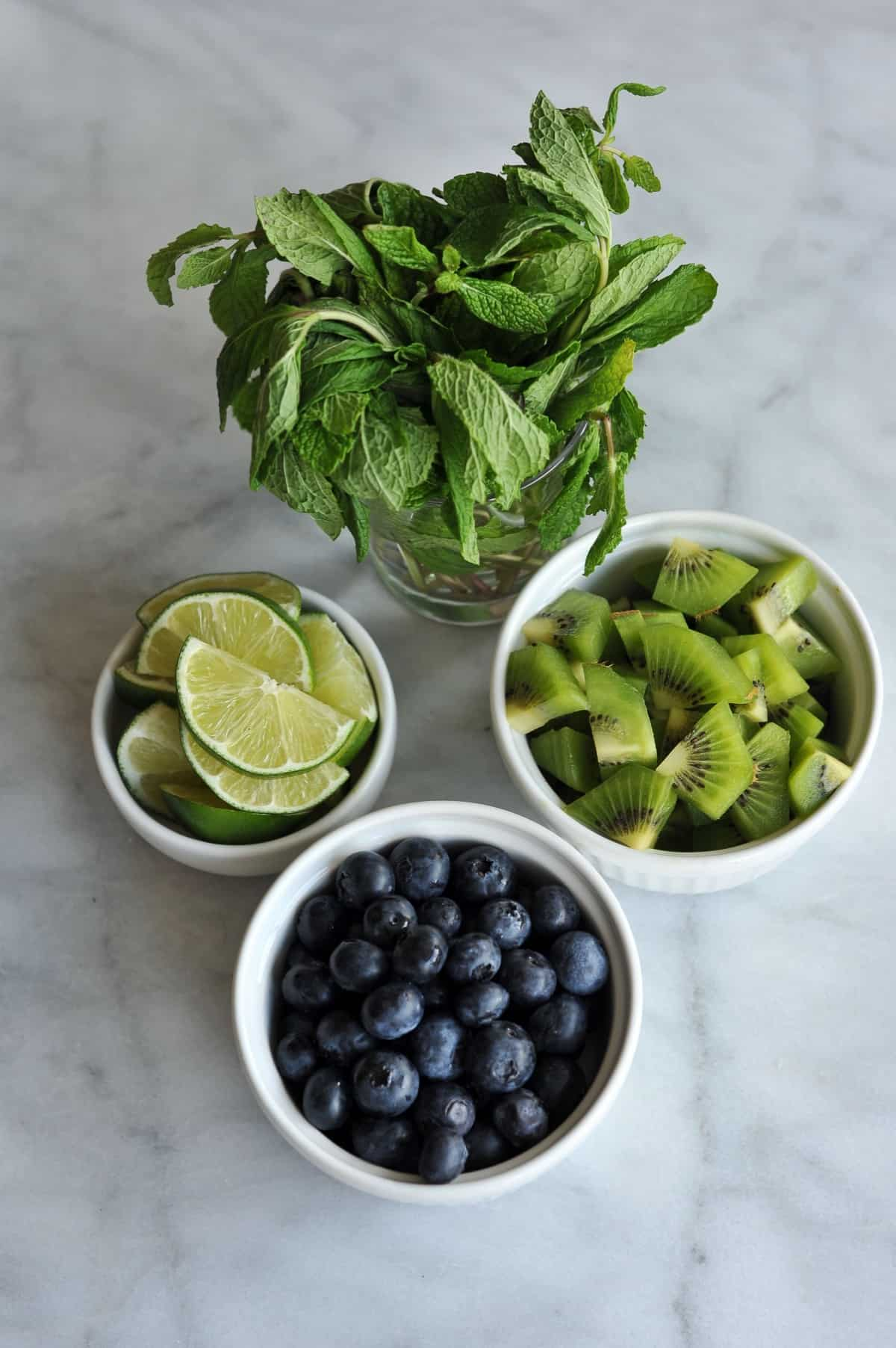 kiwi blueberry mojito recipe via @mystylevita - 1
