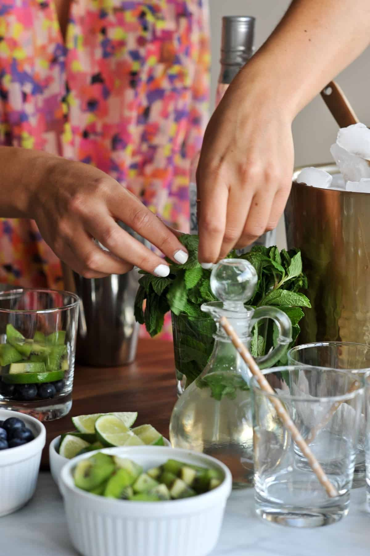 kiwi blueberry mojito recipe via @mystylevita - 3