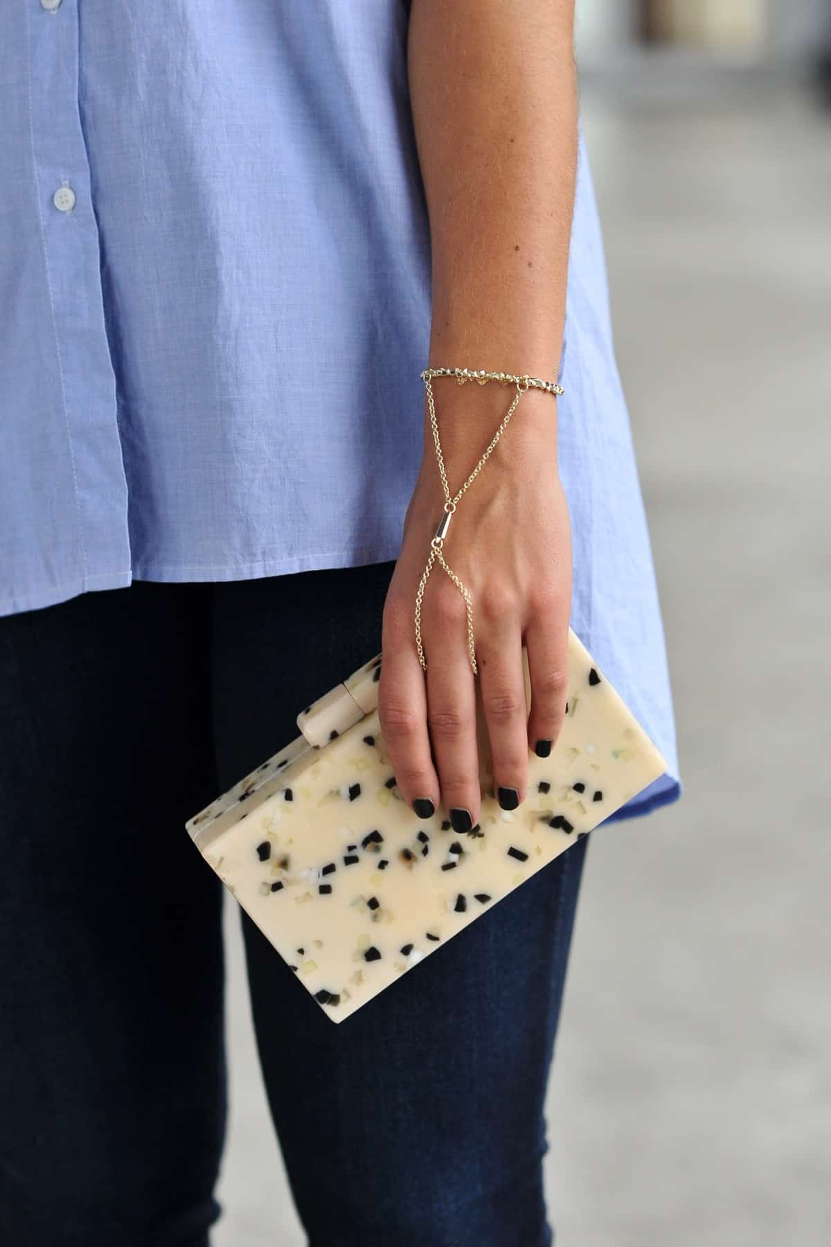 Kendra Scott hand chain, Sole Society Desiree clutch, Madewell Sleeveless Composer Shirt and jeans via @mystylevita , my style vita , fashion blogger