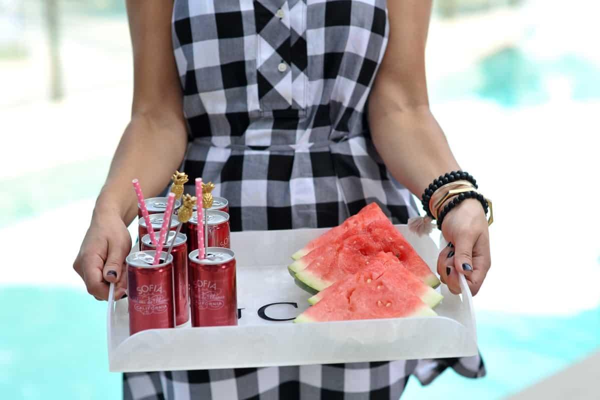 adult pool party ideas, swan pool float, flamingo inflatable drink holder via @mystylevita - 12