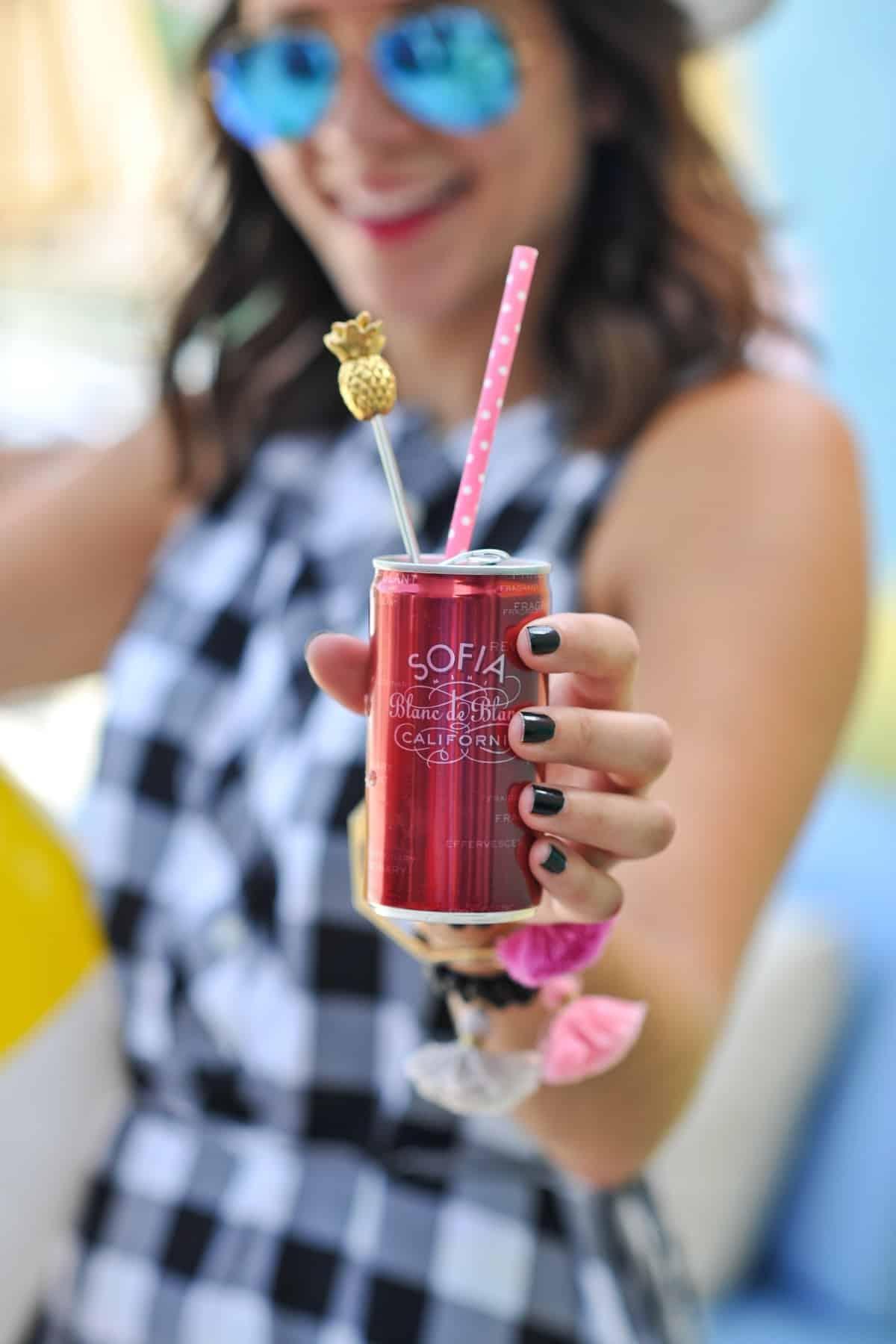 adult pool party ideas, swan pool float, flamingo inflatable drink holder via @mystylevita - 14