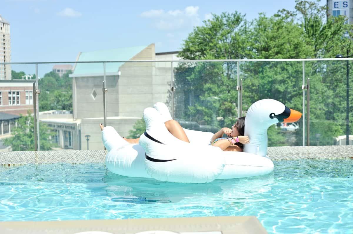adult pool party ideas, swan pool float, flamingo inflatable drink holder via @mystylevita - 24