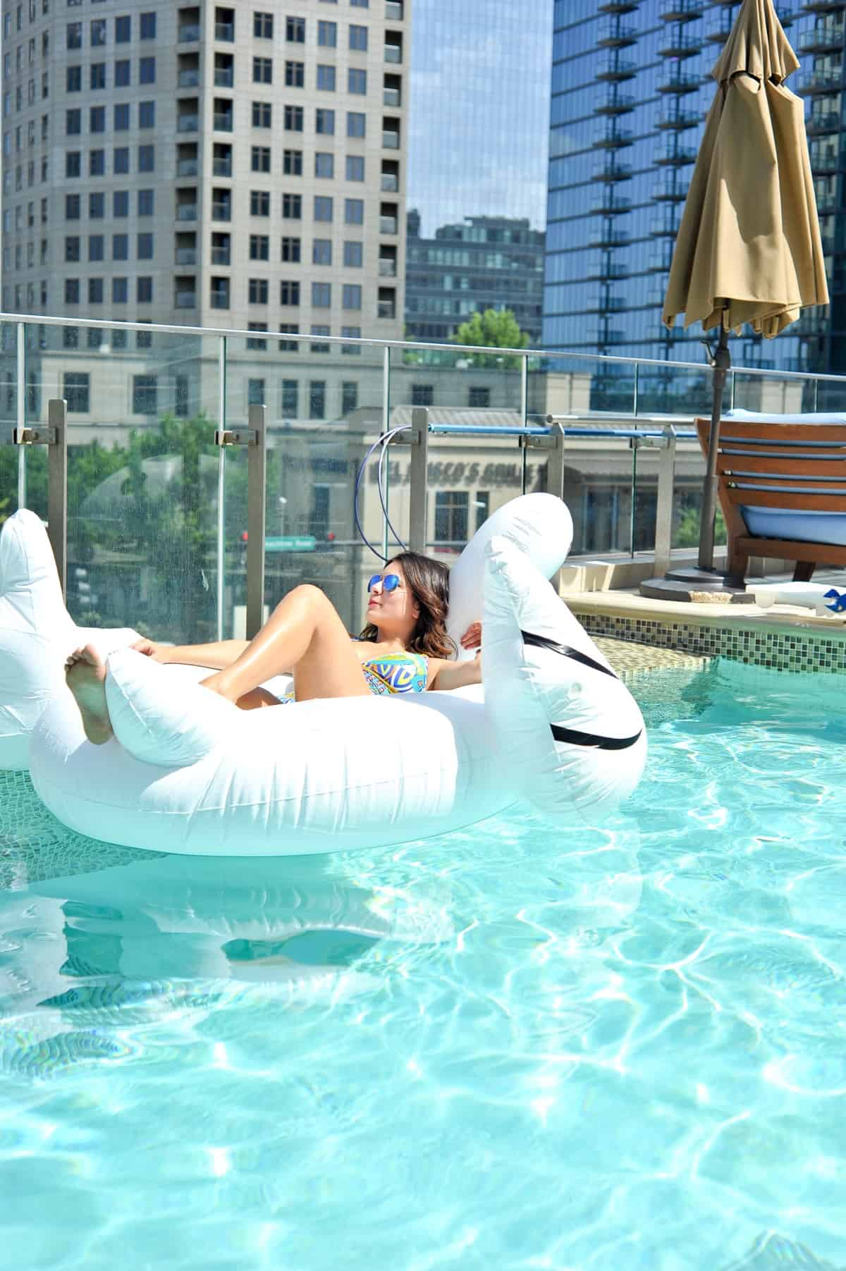 adult pool party ideas, swan pool float, flamingo inflatable drink holder via @mystylevita - 27