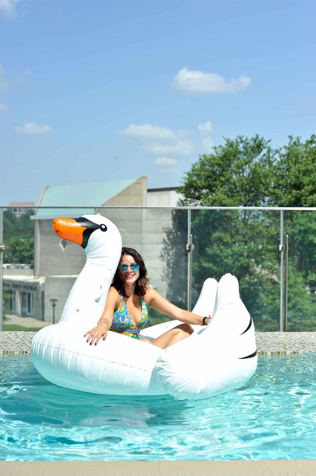 adult pool party ideas, swan pool float, flamingo inflatable drink holder via @mystylevita - 32