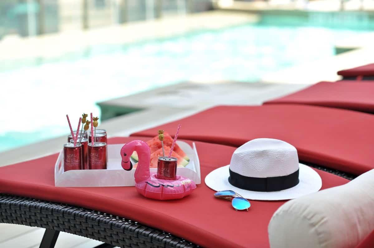 adult pool party ideas, swan pool float, flamingo inflatable drink holder via @mystylevita - 7