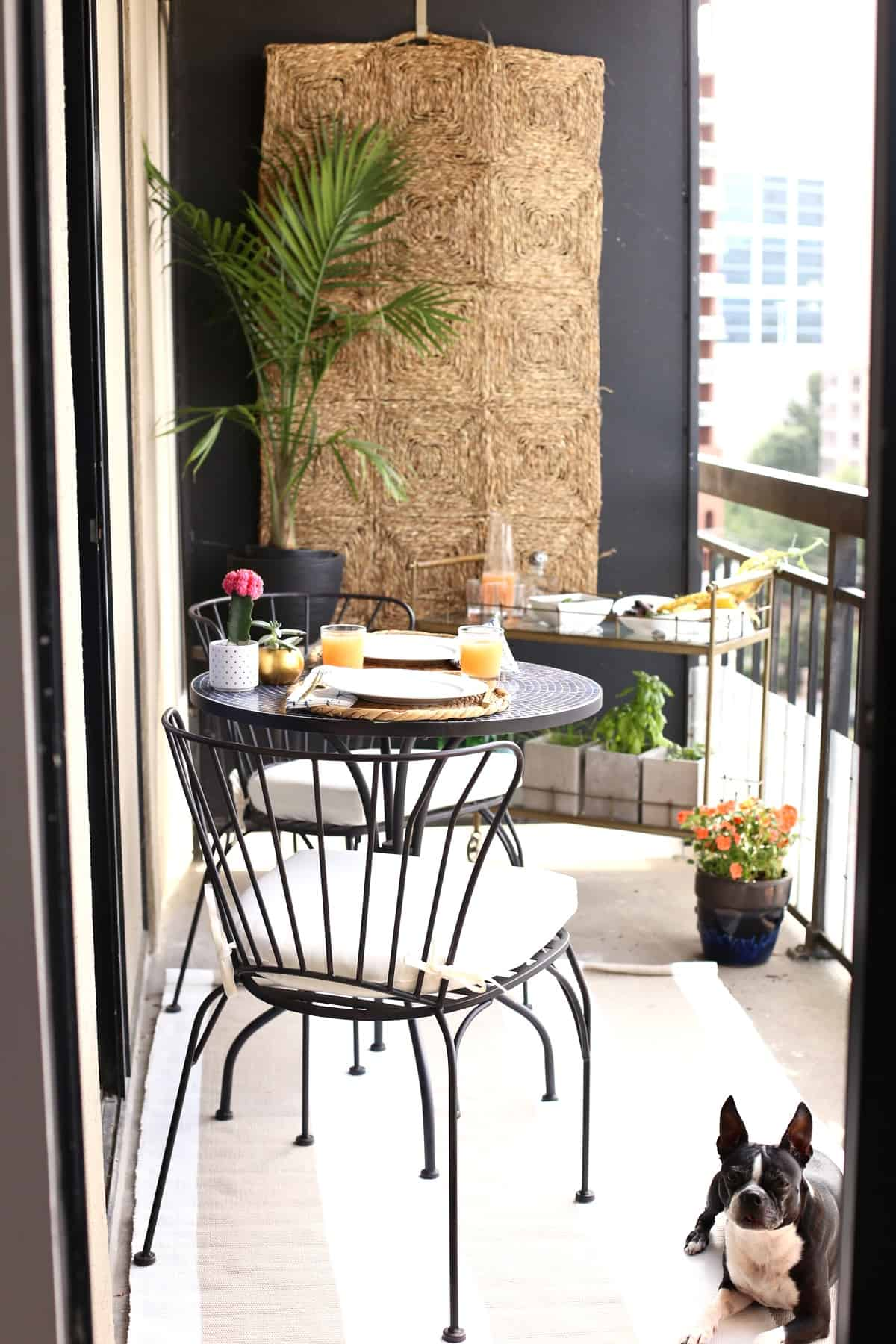 high rise patio ideas via @mystylevita - 1