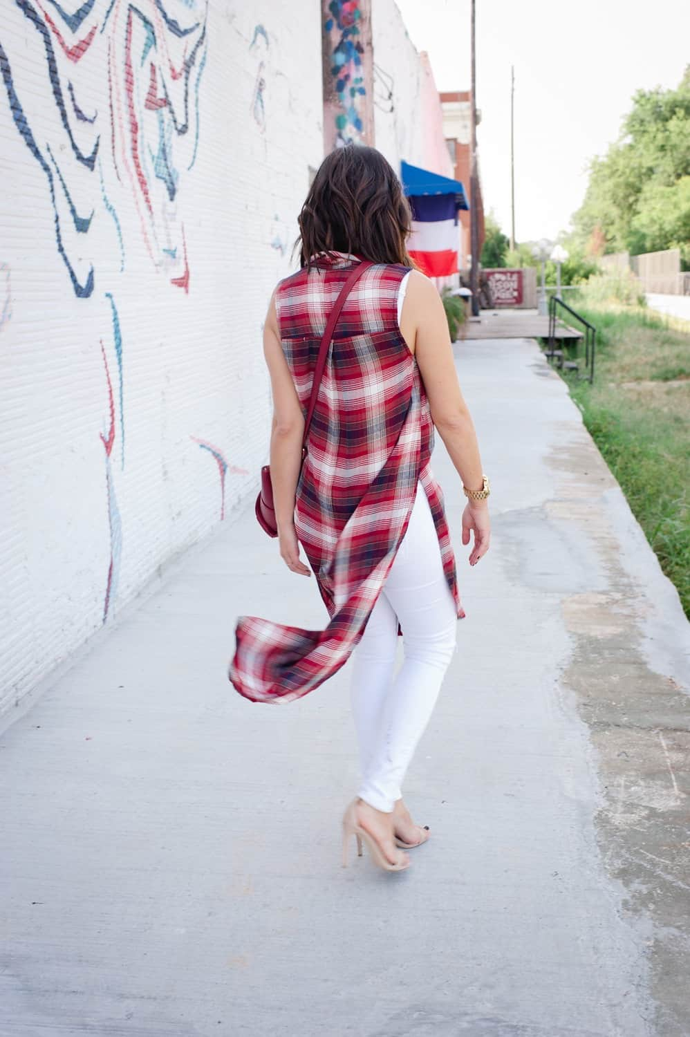 Plaid long shirt and white jeans for fall via @mystylevita [My Style Vita] - 11