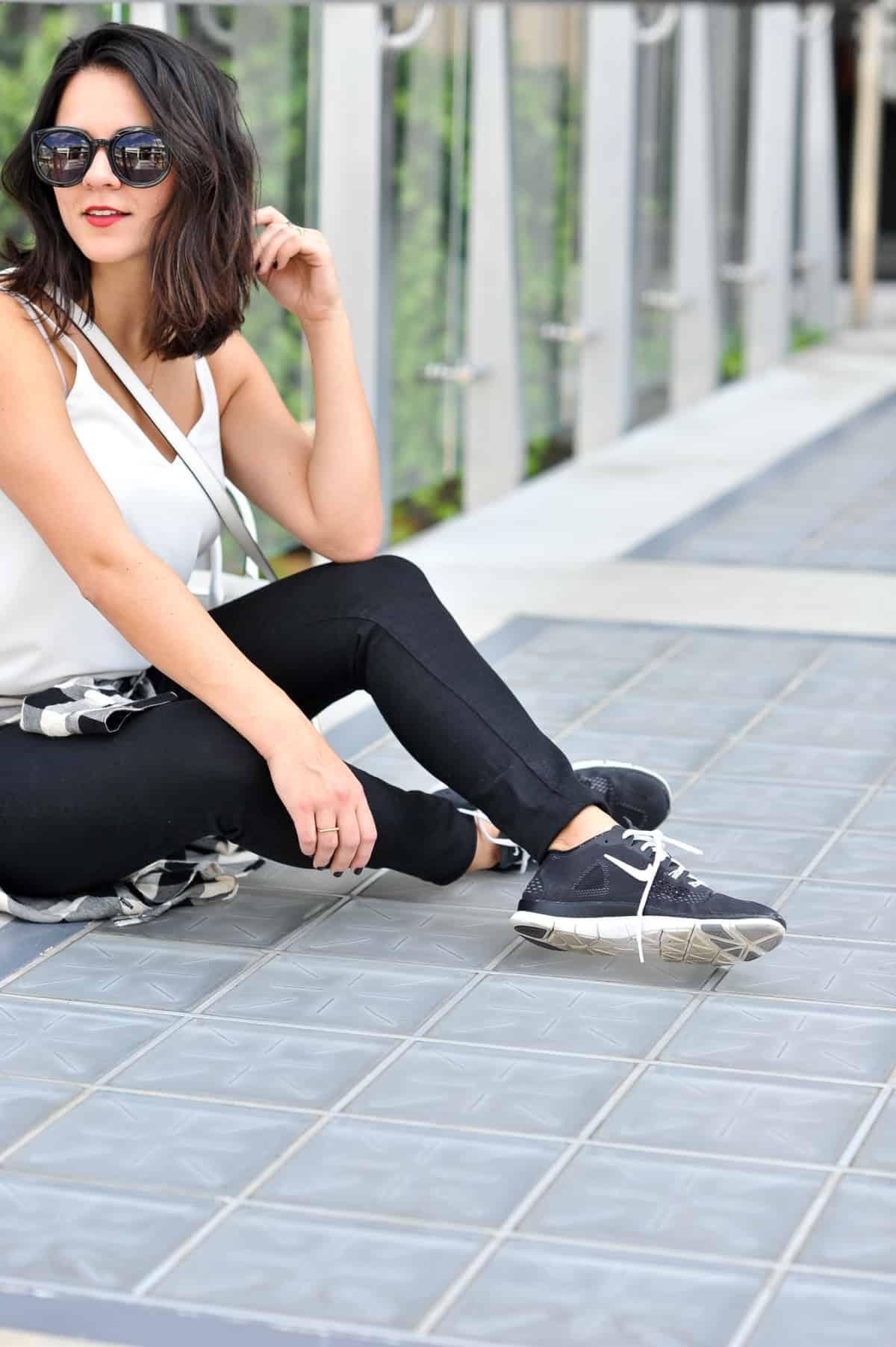 Black and white, black nikes, how to style sneakers via @mystylevita - 22