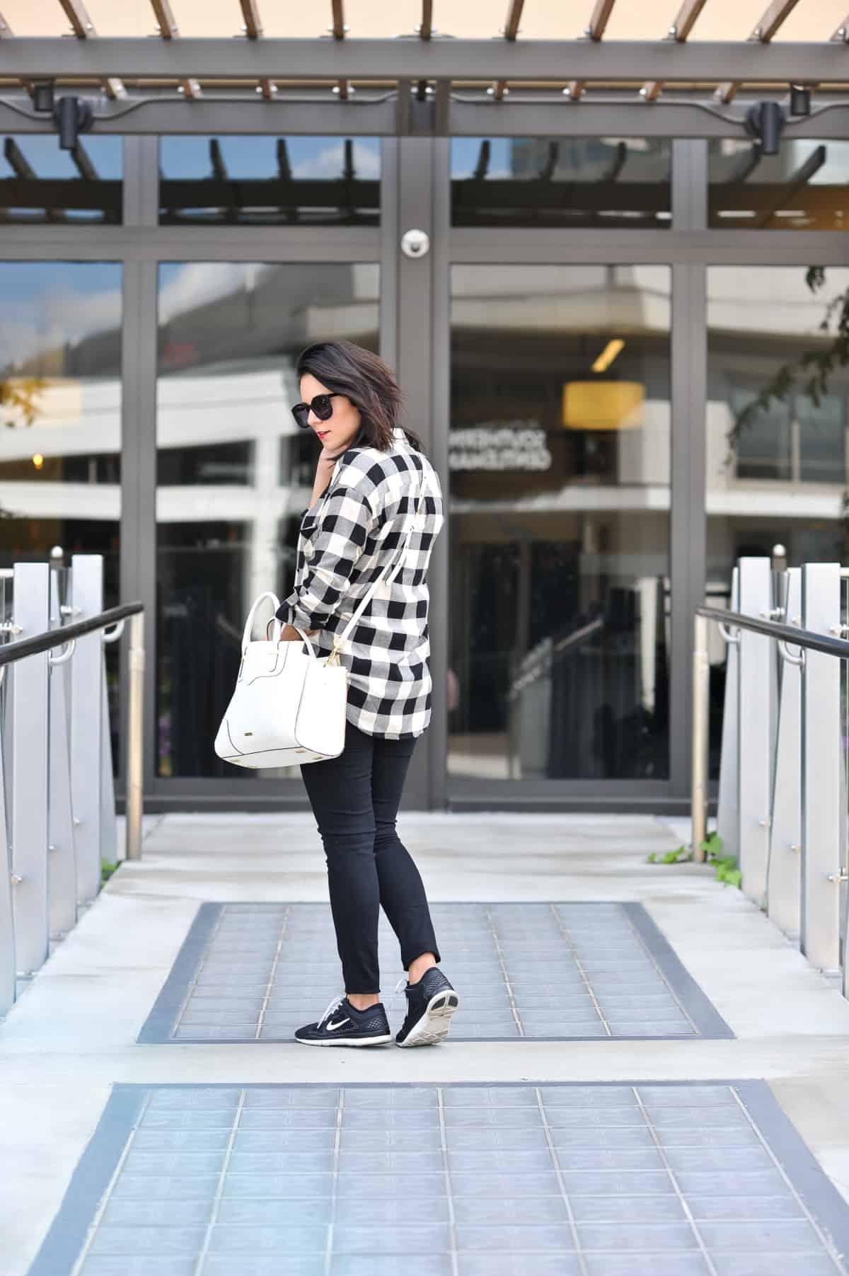 Black and white, buffalo plaid, fall outfit ideas via @mystylevita