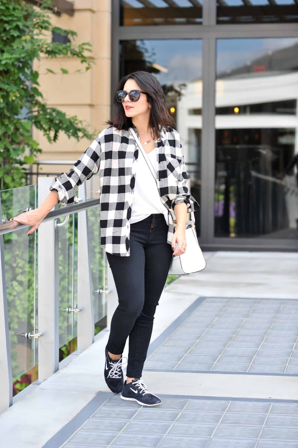 ... Black and white, buffalo plaid, fall outfit ideas via @mystylevita ...