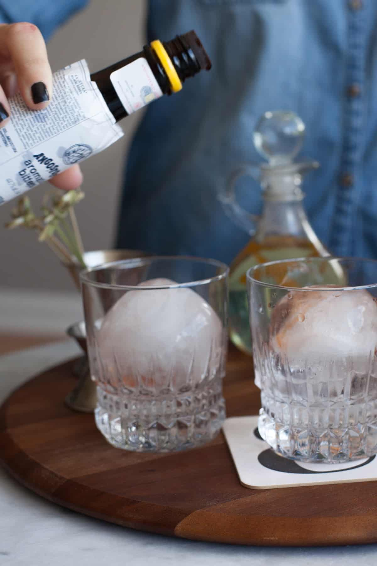 Classic Manhattan cocktail recipe with bourbon soaked cherries via @mystylevita [My Style Vita]