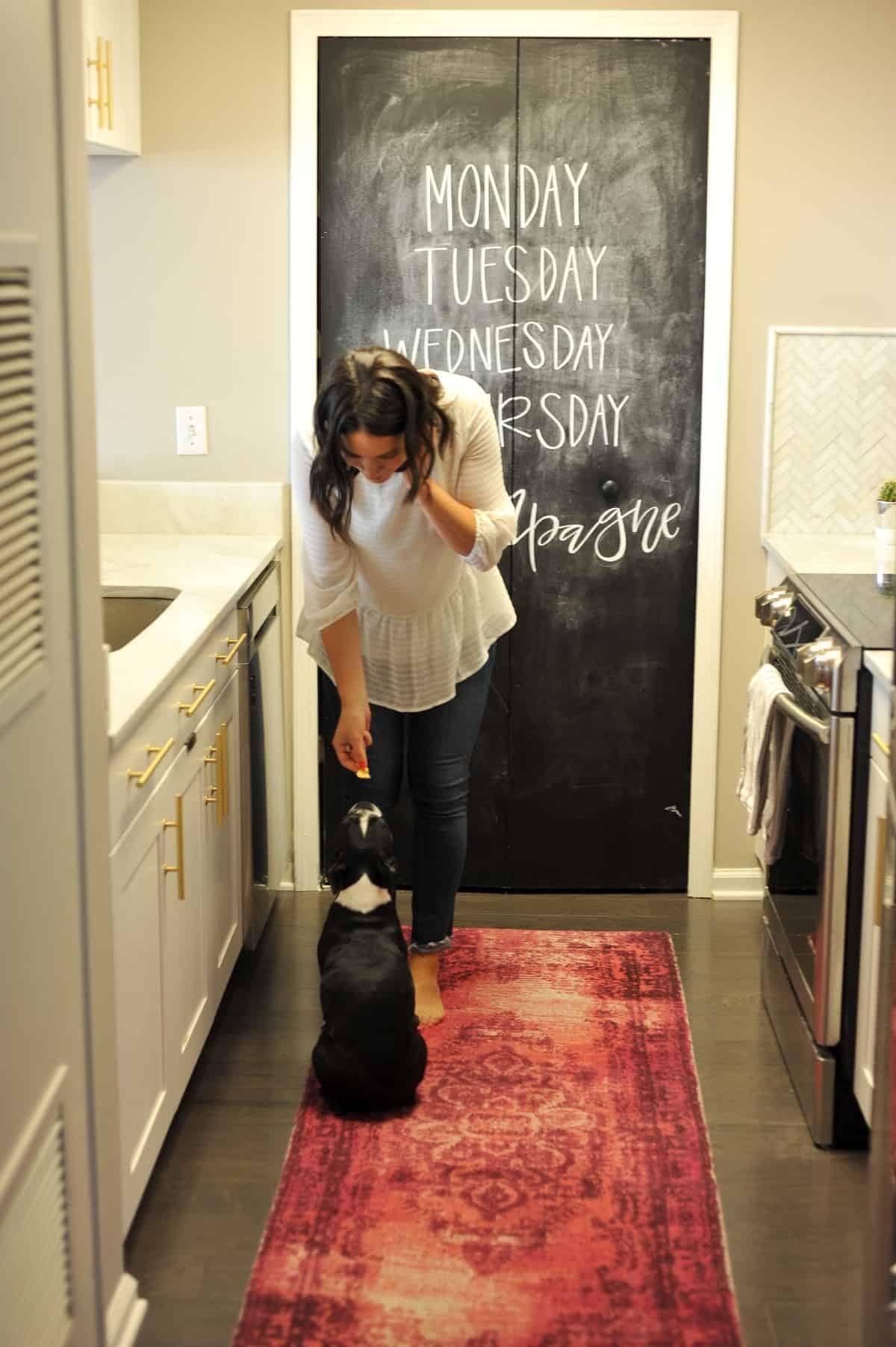 White kitchen ideas, white and brass kitchen, kitchen inspiration - My Style Vita - @mystylevita - 3