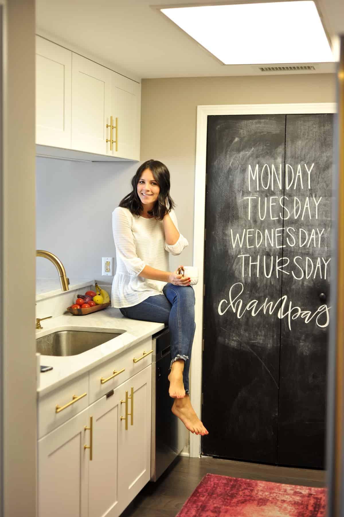 White kitchen ideas, white and brass kitchen, kitchen inspiration - My Style Vita - @mystylevita - 5