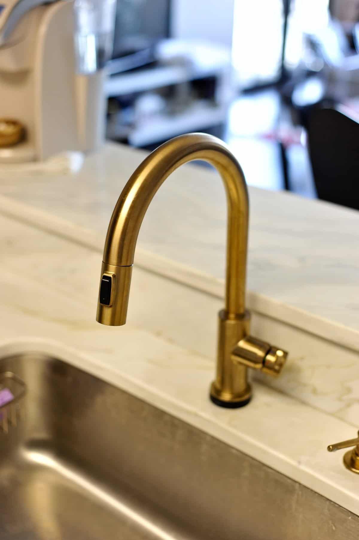 all white and brass kitchen, white kitchen ideas, marble in the kitchen - My Style Vita @mystylevita - 10