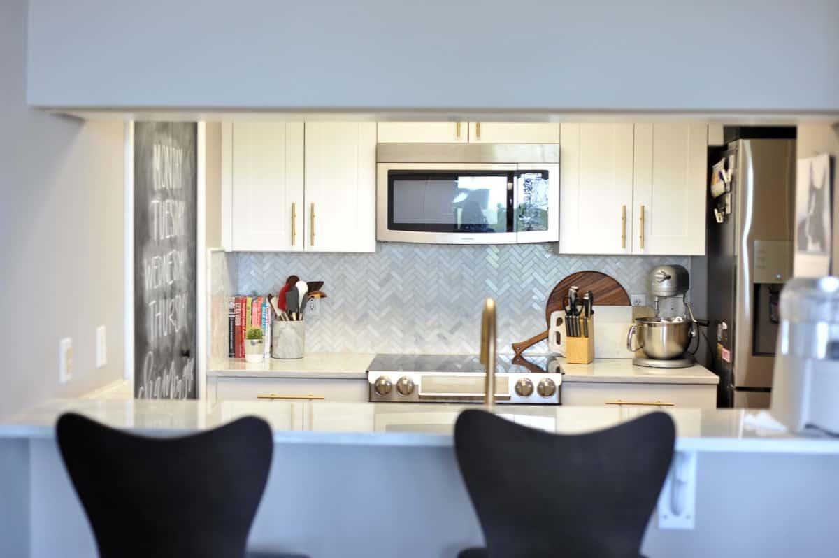all white and brass kitchen, white kitchen ideas, marble in the kitchen - My Style Vita @mystylevita - 12