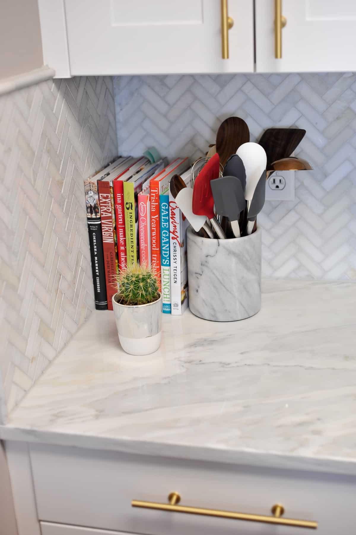 all white and brass kitchen, white kitchen ideas, marble in the kitchen - My Style Vita @mystylevita - 4