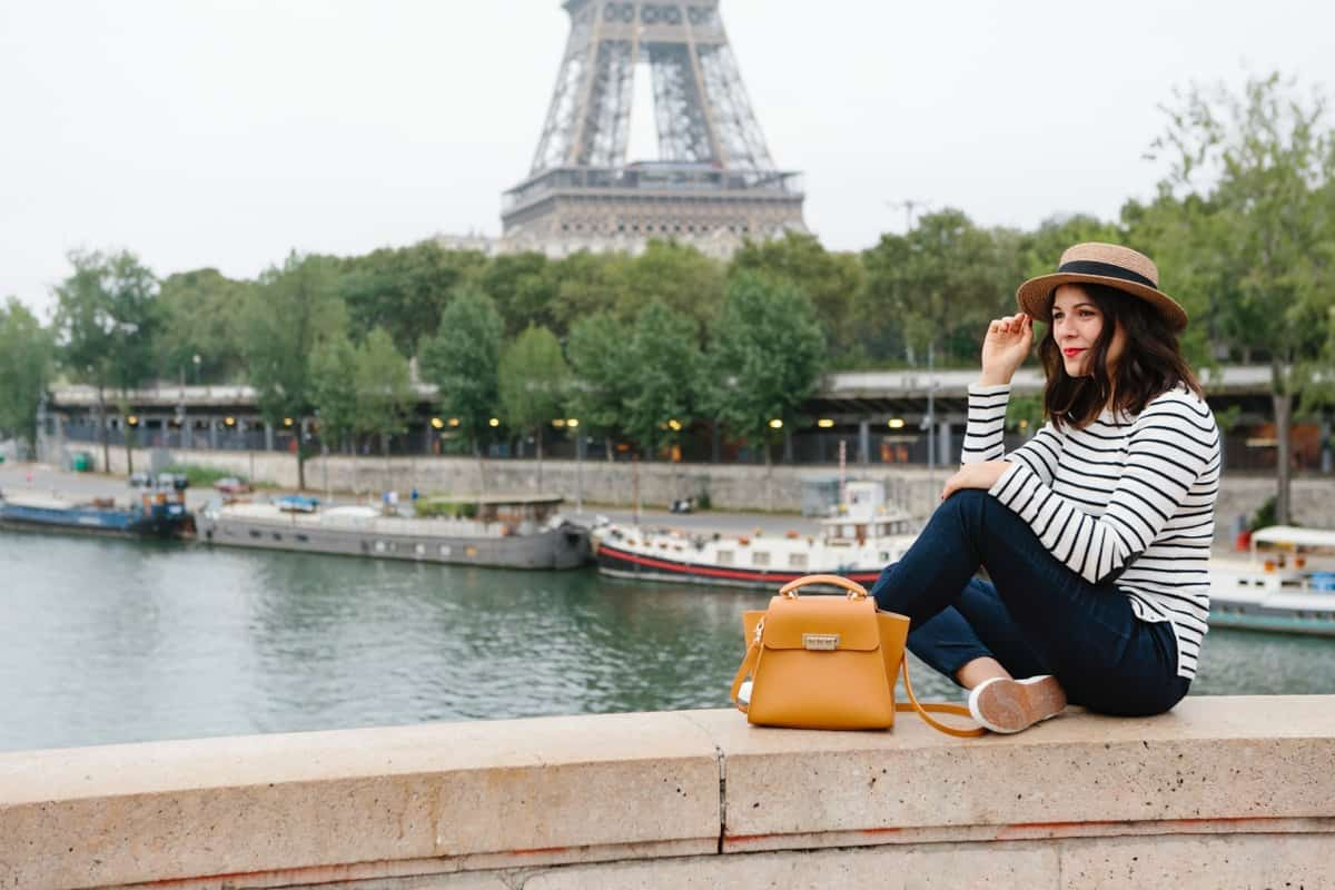 Eiffel Tower photo ideas, outfit ideas for Paris - My Style Vita @mystylevita