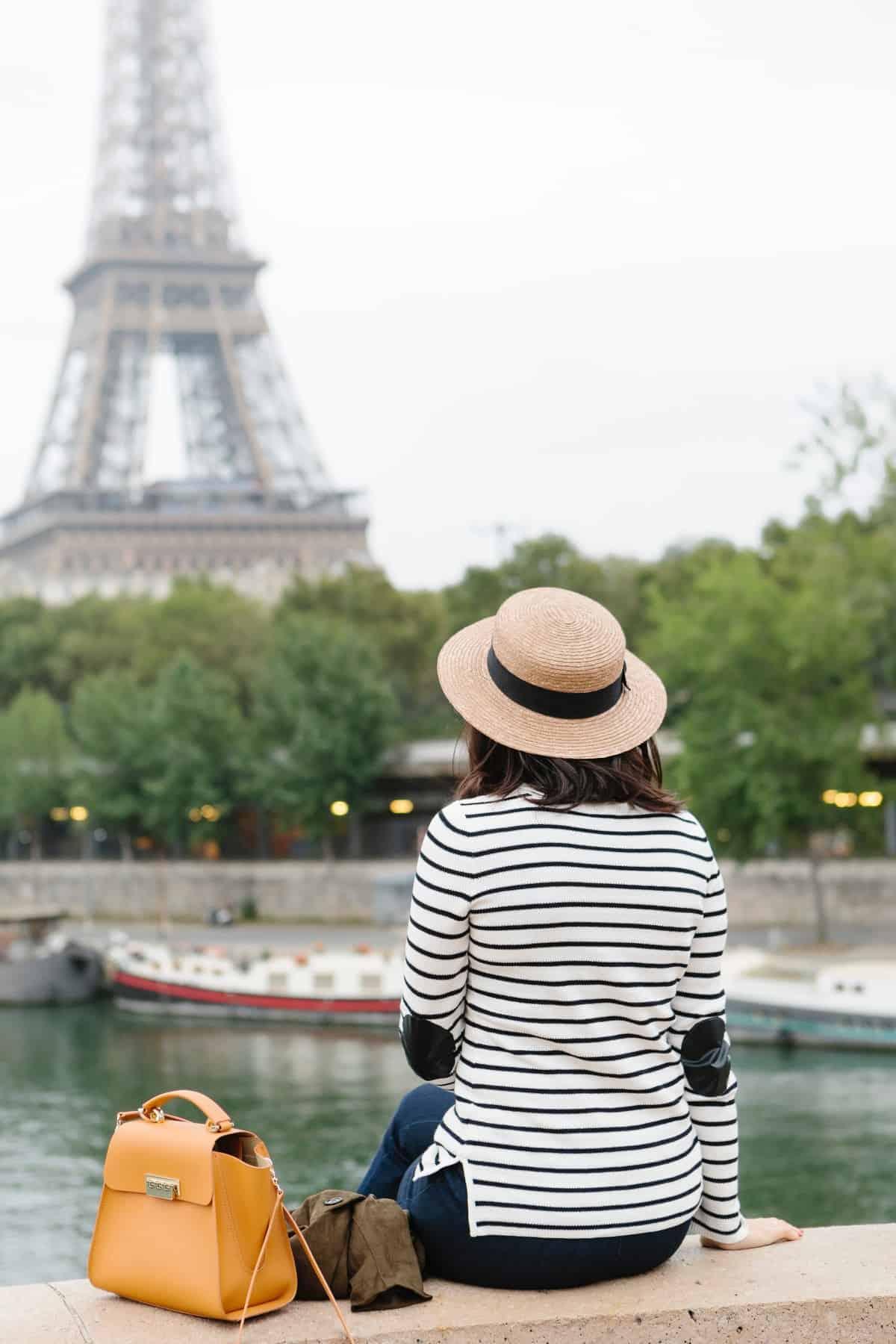 Eiffel Tower photo ideas, outfit ideas for Paris - My Style Vita @mystylevita