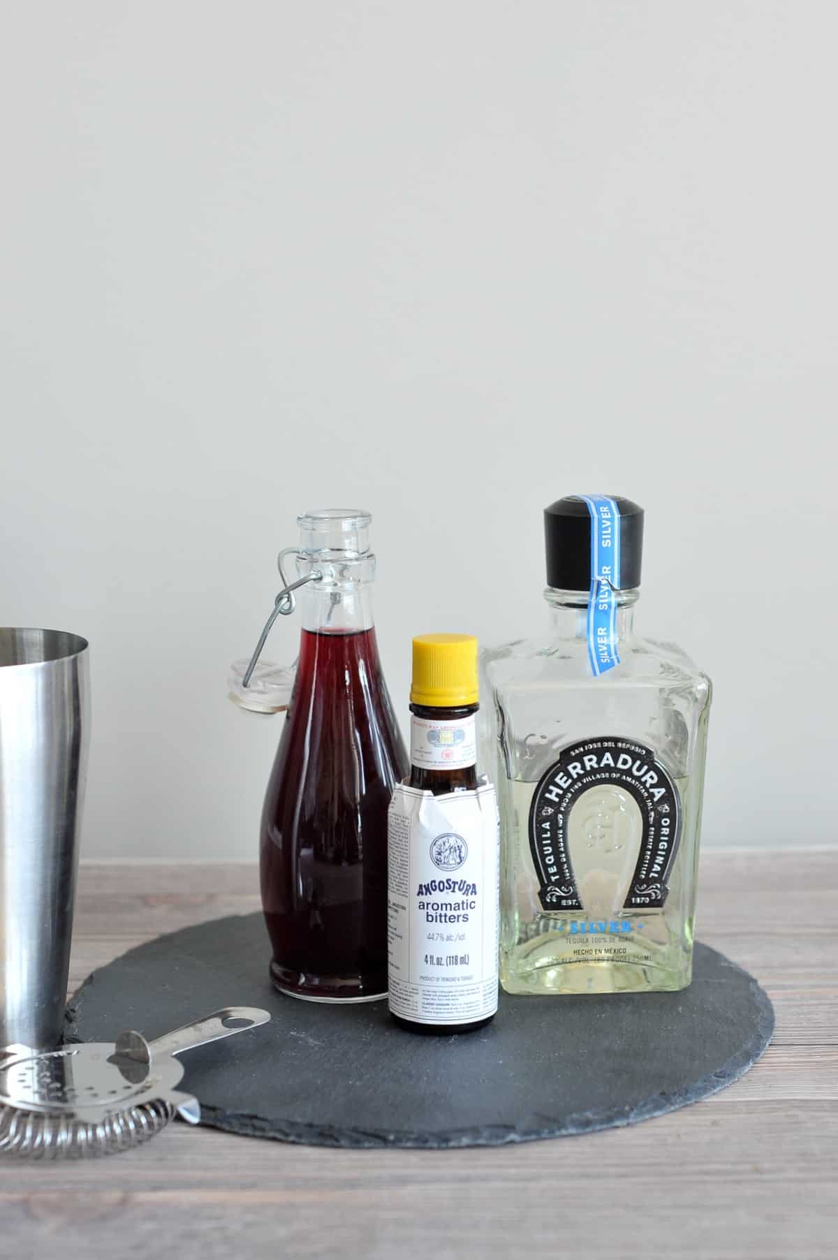 Halloween cocktail ideas, how to make cocktails with dry ice - tequila cocktails - My Style Vita @mystylevita