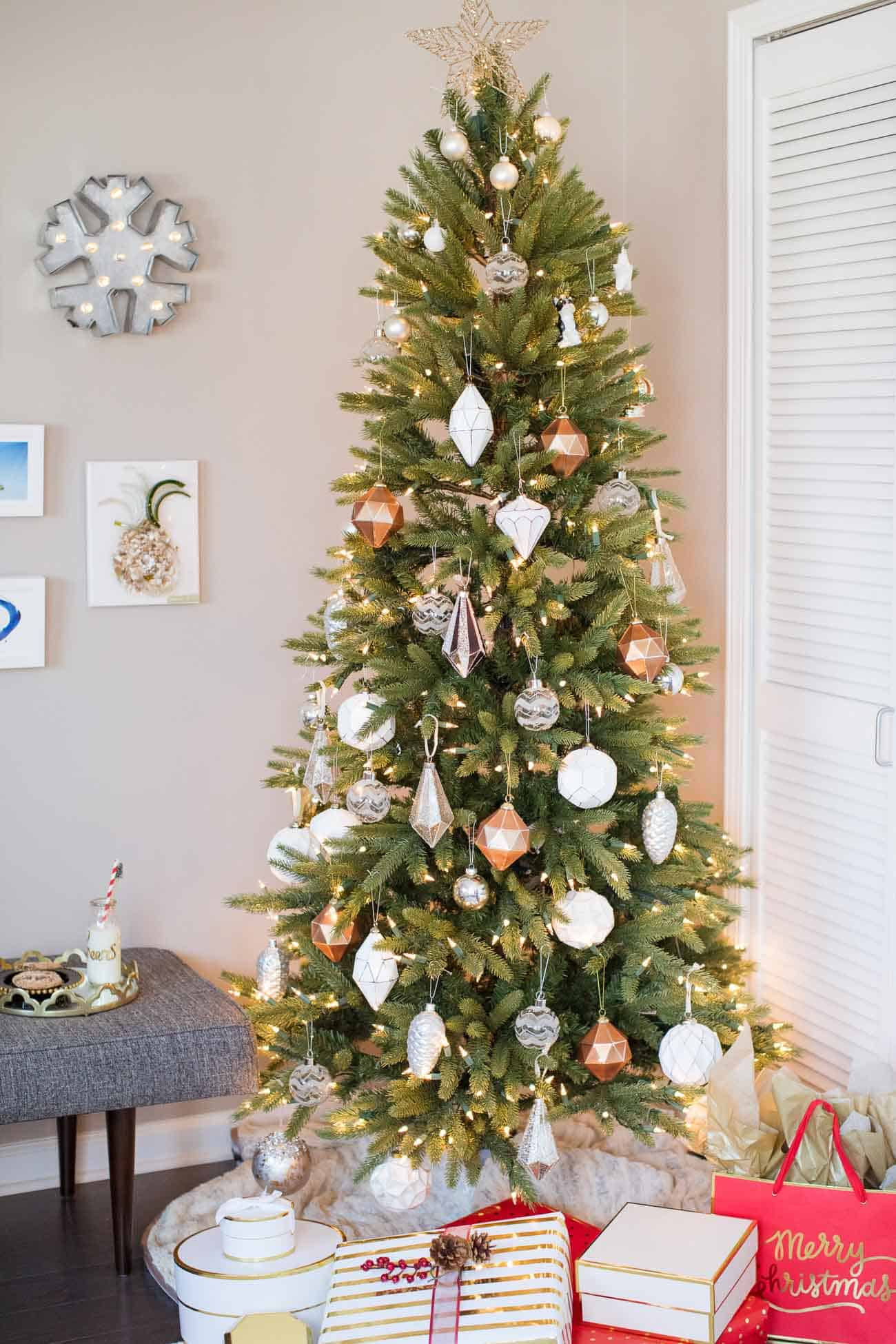 a winter wonderland holiday decorating ideas christmas decorating ideas christmas tree white and gold christmas tree - Winter Wonderland Christmas Decorating Ideas