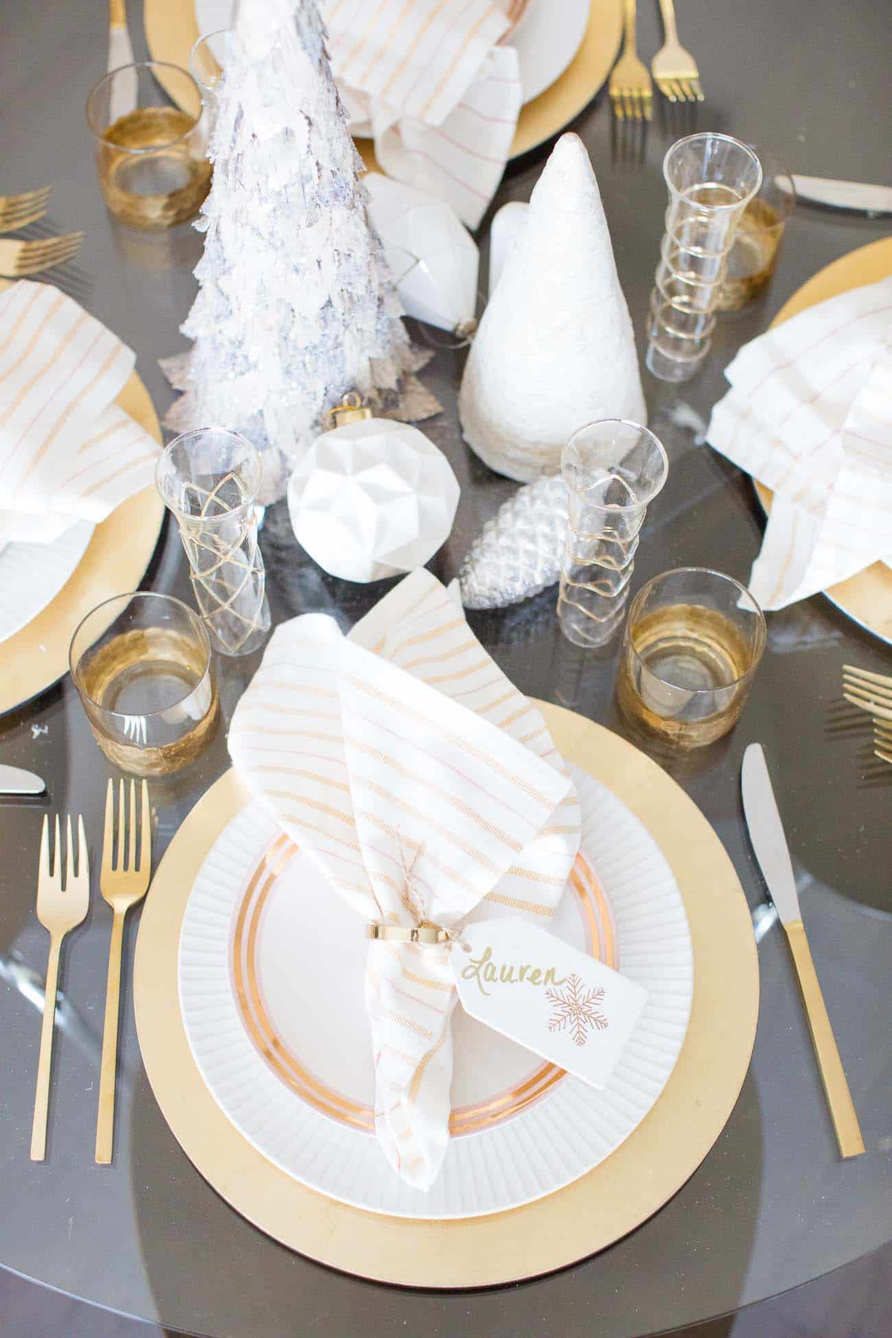 white and gold table scape, holiday table ideas, simple tablescape ideas for entertaining - My Style Vita @mystylevita