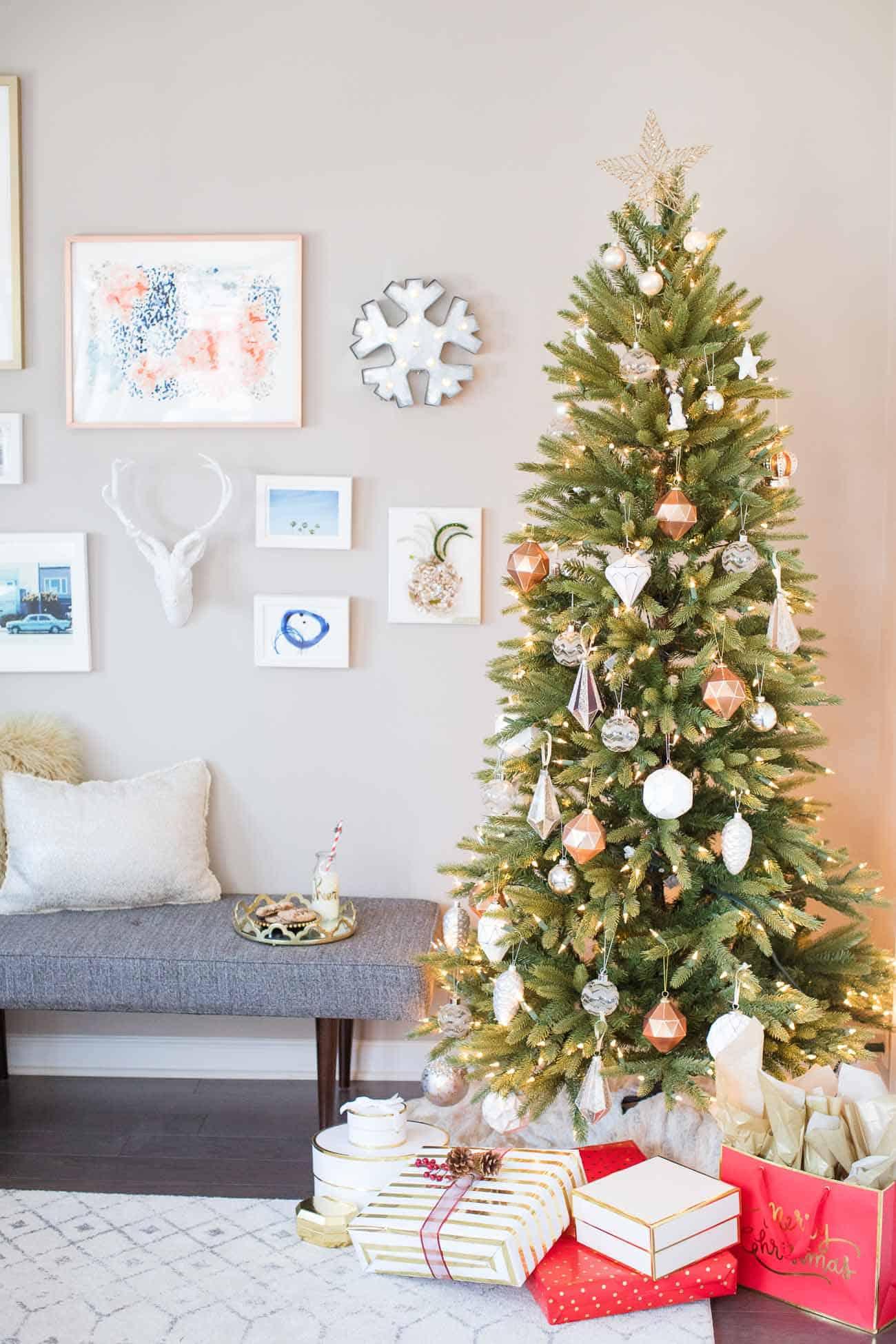 holiday decorating ideas, christmas decorating ideas, christmas tree, white and gold christmas tree - My Style Vita @mystylevita
