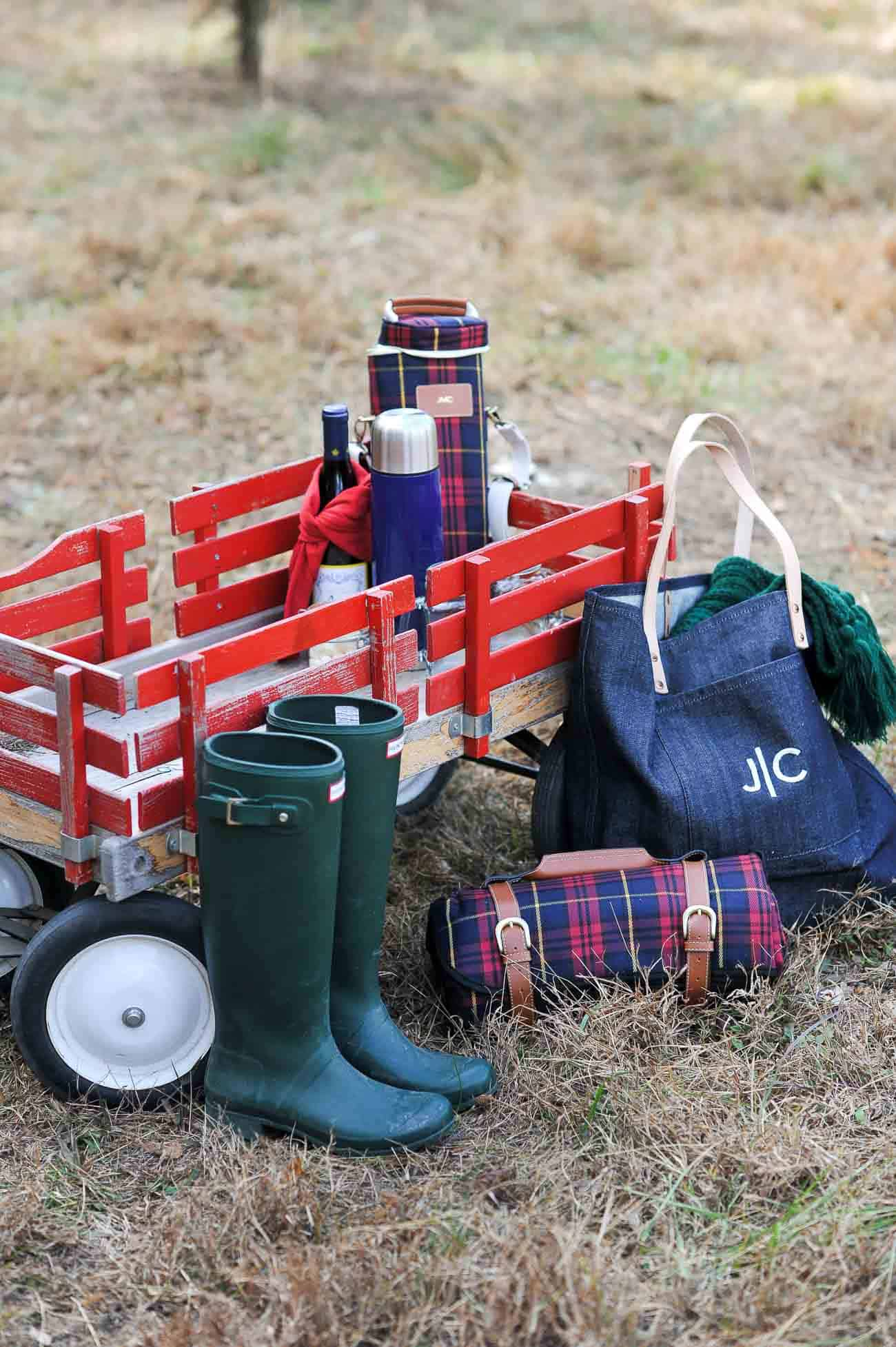 Christmas tree farm, winter picnic, fall photo ideas, Hunter boots and plaid - My Style Vita @mystylevita