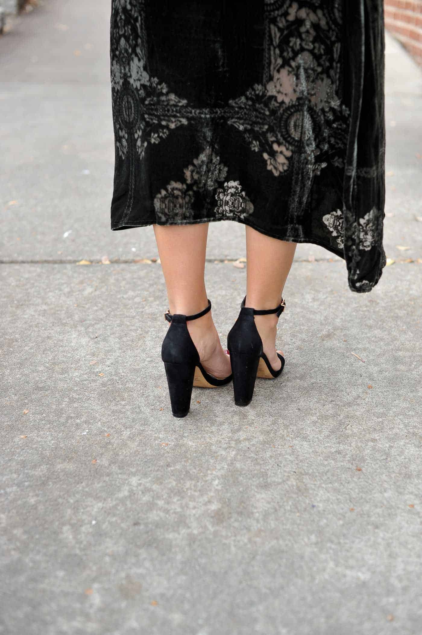 black heels, shoe shot, pretty shoes for fall - My Style Vita @mystylevita