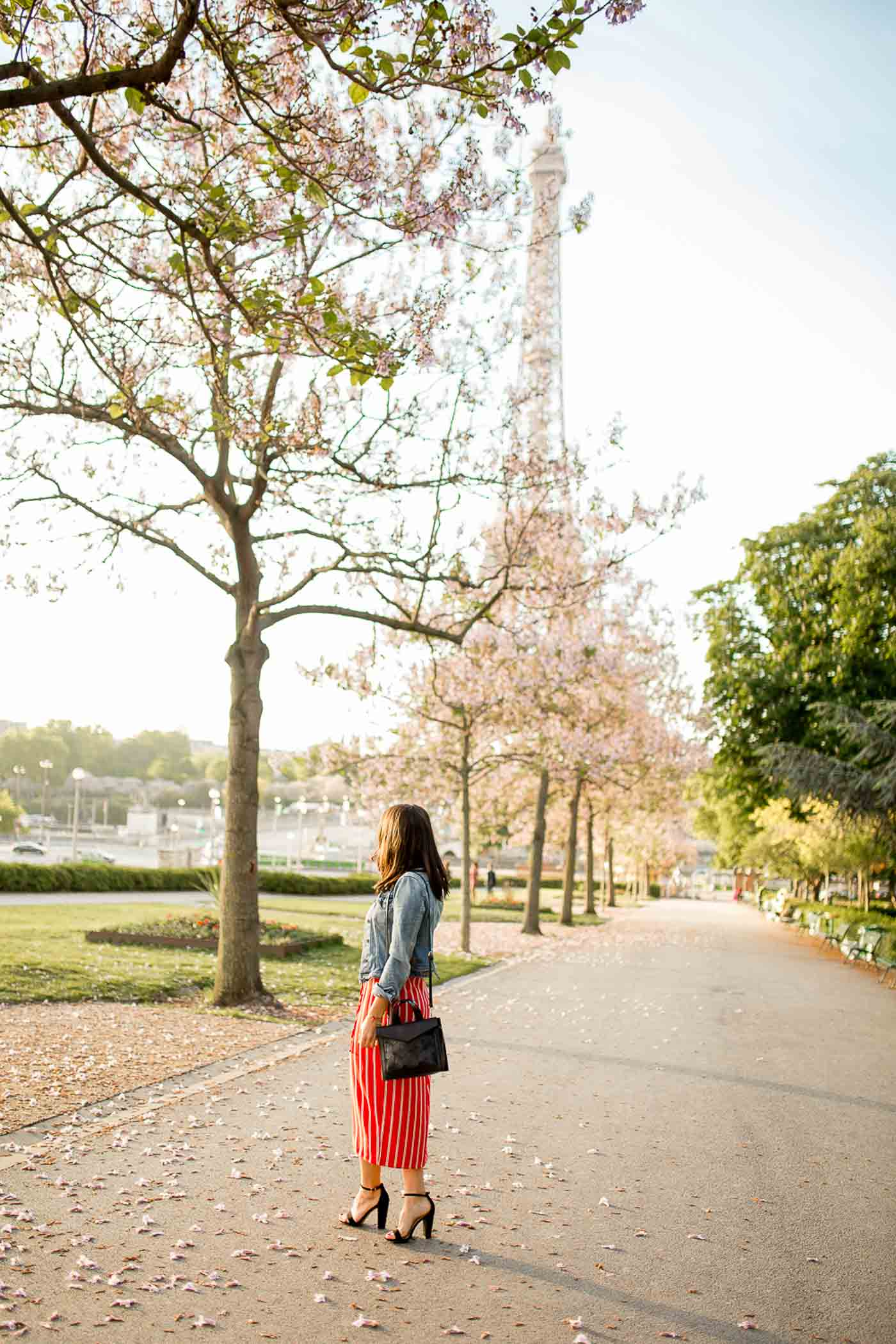 Eiffel Tower Photo Ideas - what to wear in Paris - My Style Vita @mystylevita