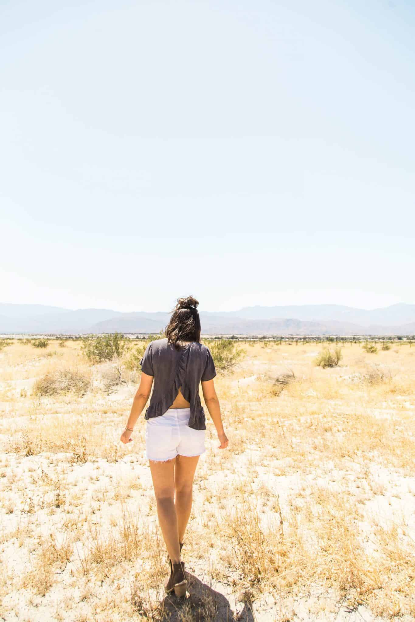 What to wear to a music festival - desert photoshoot - My Style Vita @mystylevita