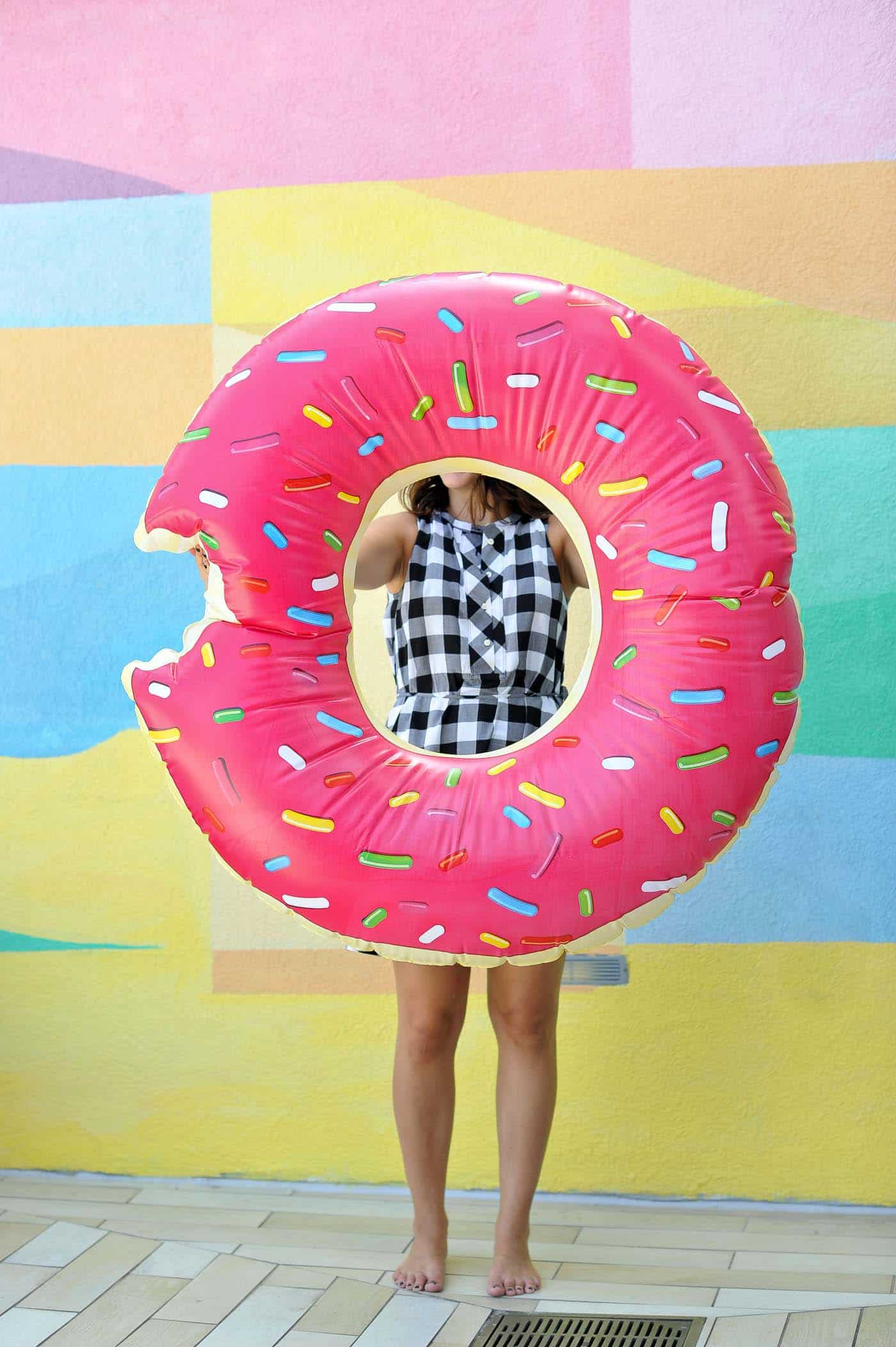 donut float, best pool floats for summer - My Style Vita @mystylevita