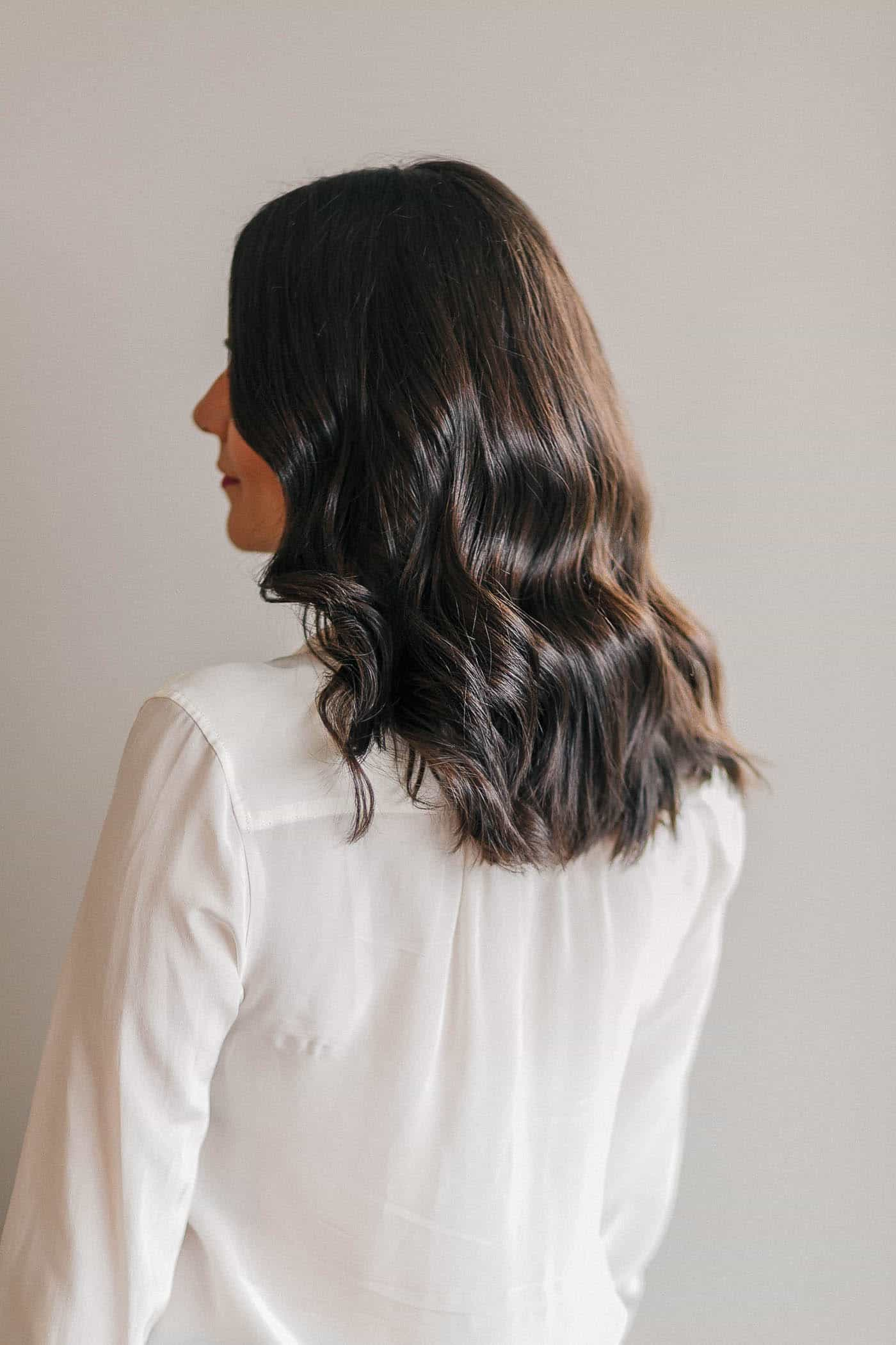 Wavy hair tutorial for medium length hair my style vita youve probably well hopefully read my wavy hair tutorial from a few years ago here its my most popular post on my blog believe it or not urmus Gallery