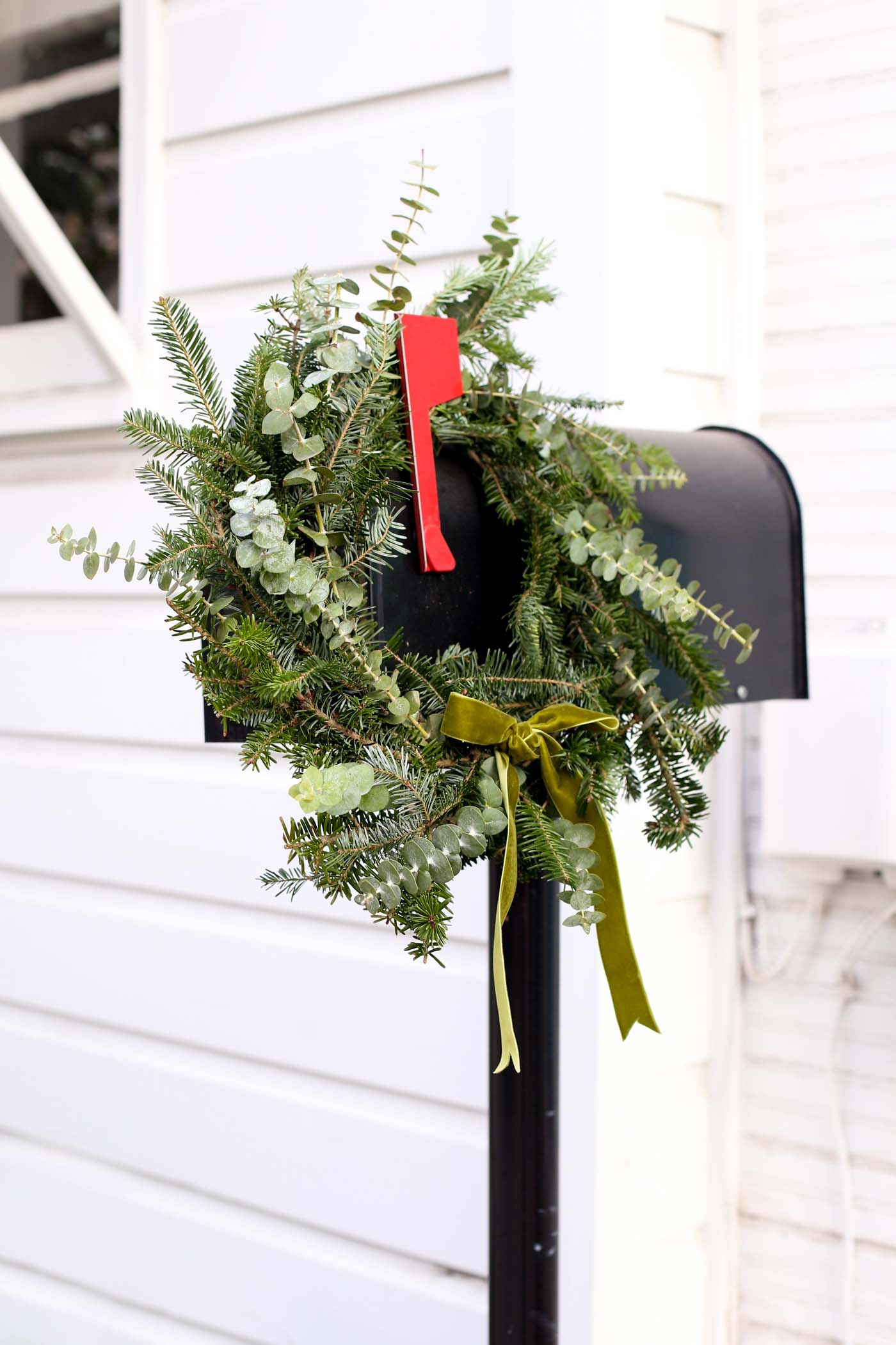 christmas wreath, wreath on mailbox, holiday decor - My Style Vita @mystylevita