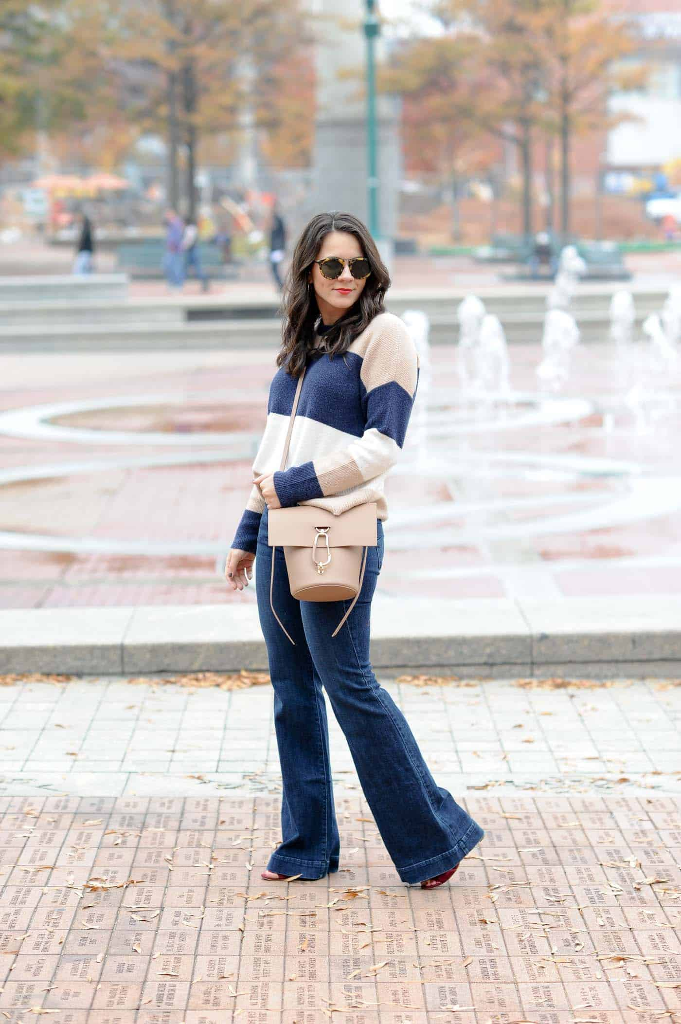 shoes for wide leg jeans, Wide leg jeans, what shoes to wear with wide leg jeans, Madewell striped sweater, fall outfits - My Style Vita @mystylevita