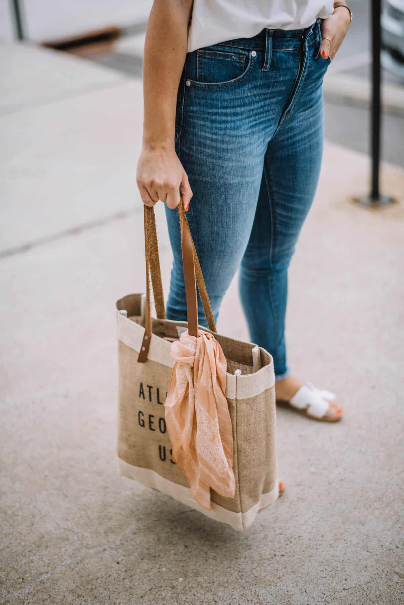 apolis market bag, casual white tee and jeans outfit - My Style Vita