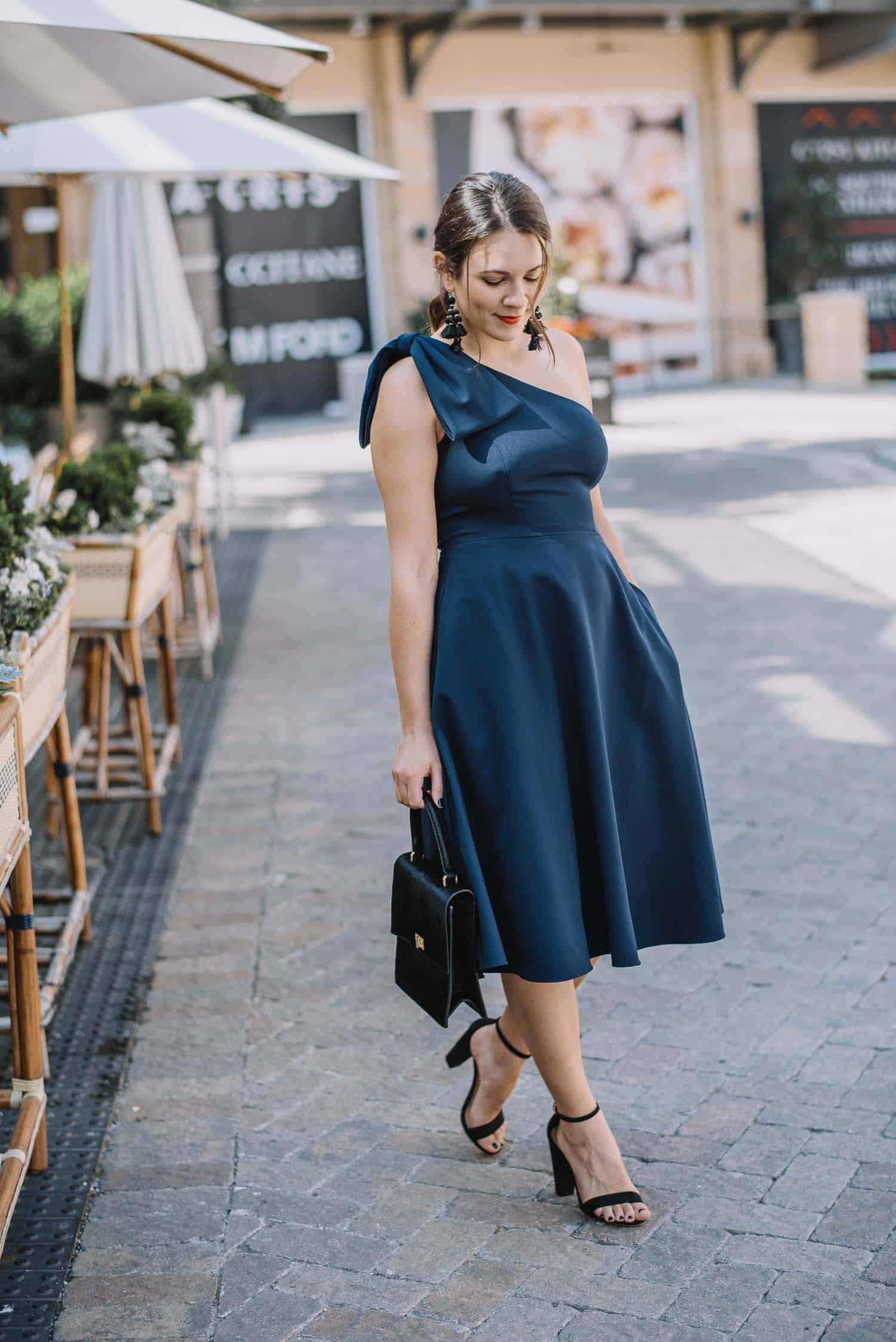 Gal Meets Glam Yvonne Navy Dress