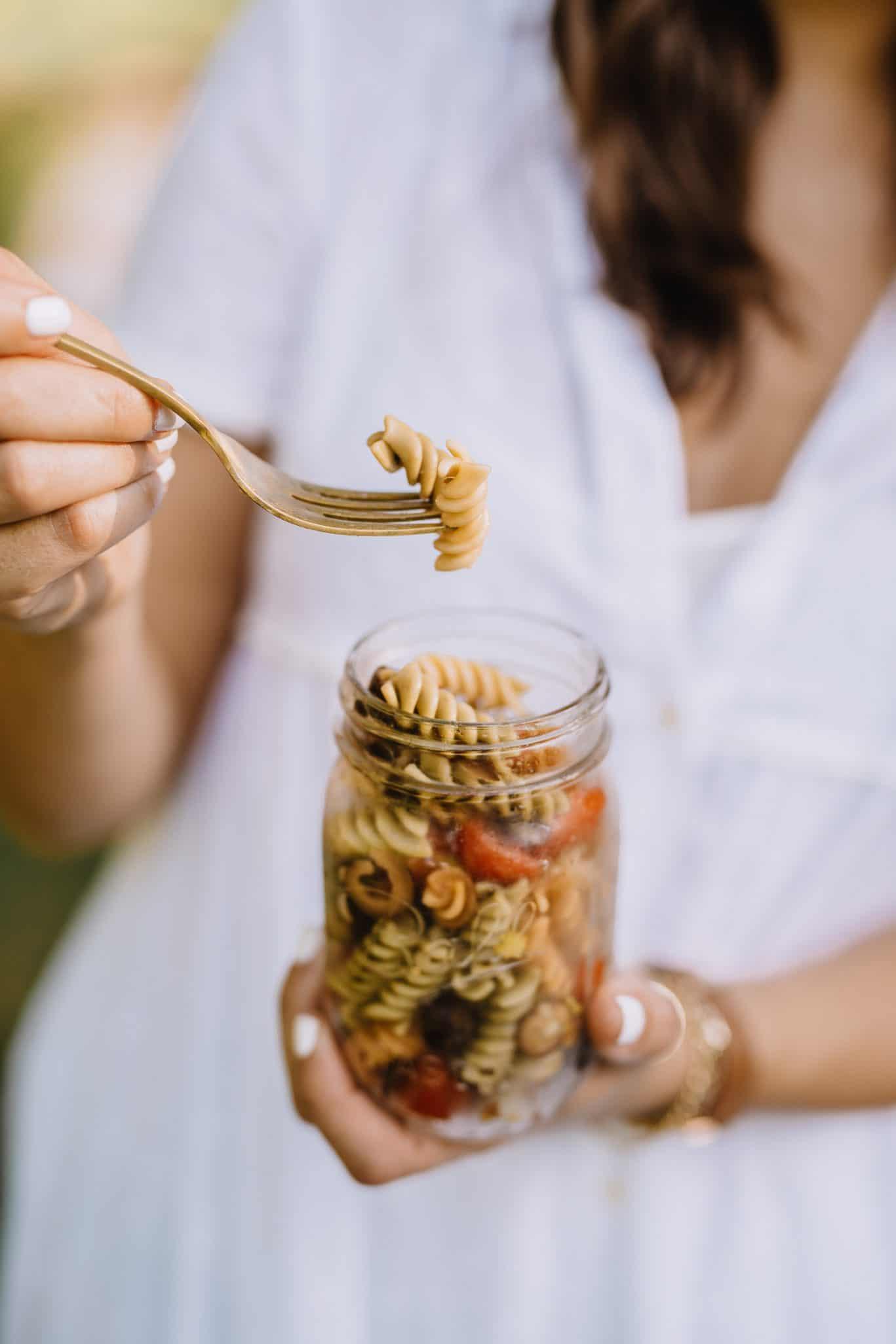 summer pasta salad, mason jar side dish ideas, pasta salad recipe - My Style Vita