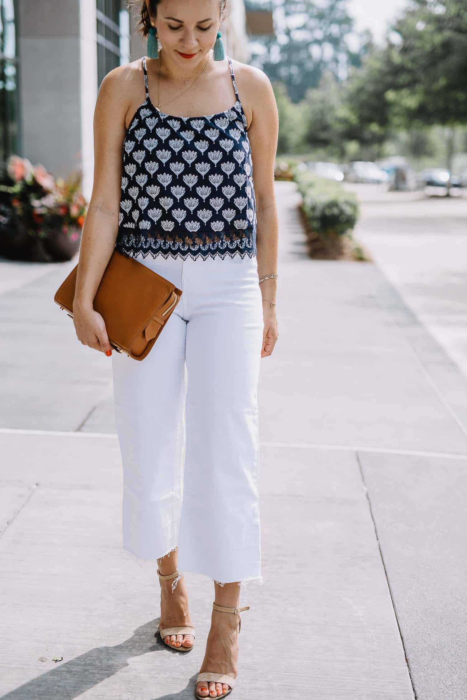 summer outfits with white jeans
