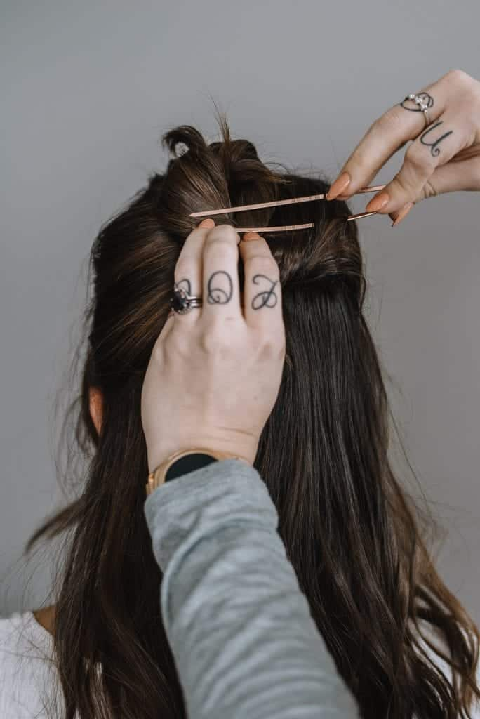 how to use a hair pin