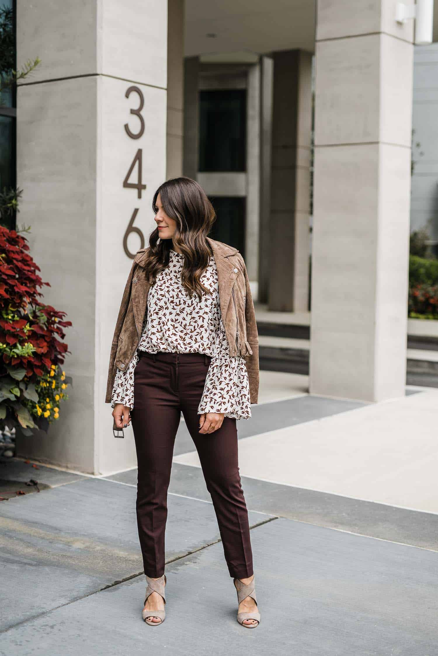 casual work outfit ideas for fall, how to style work pants for fall, burgundy work pants, casual office outfit - My Style Vita