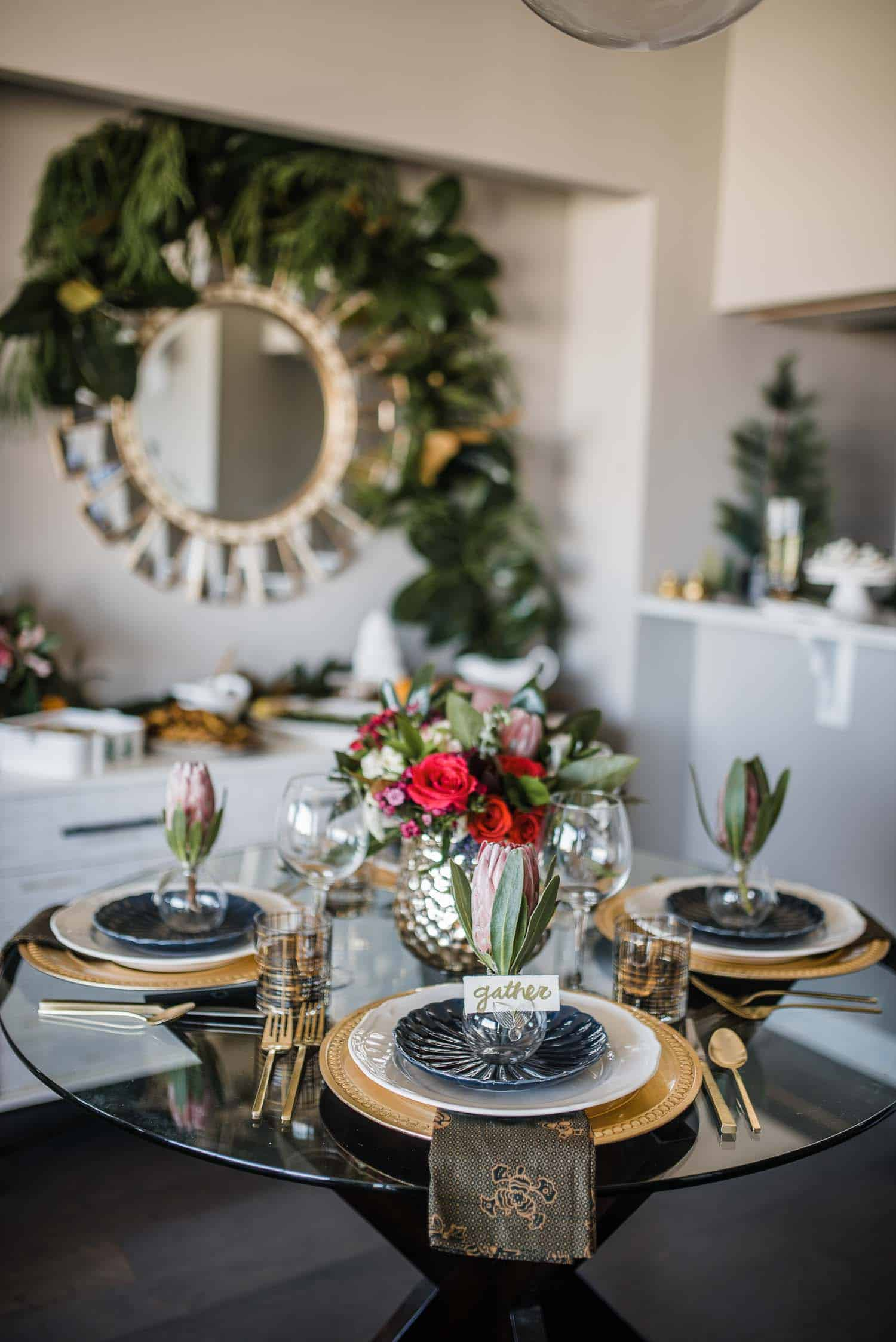 Navy And Gold Tablescape - Thanksgiving Table #thanksgiving #tablescape