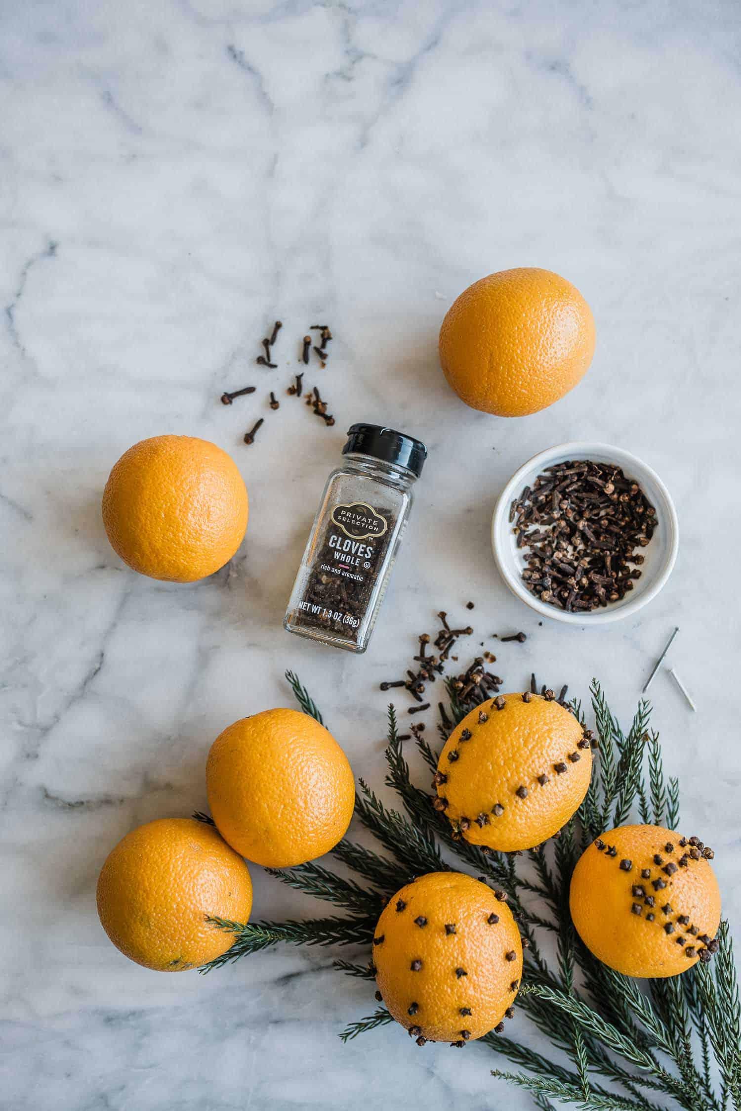 DIY Orange Pomander Balls - #holiday #holidaydiy @mystylevita