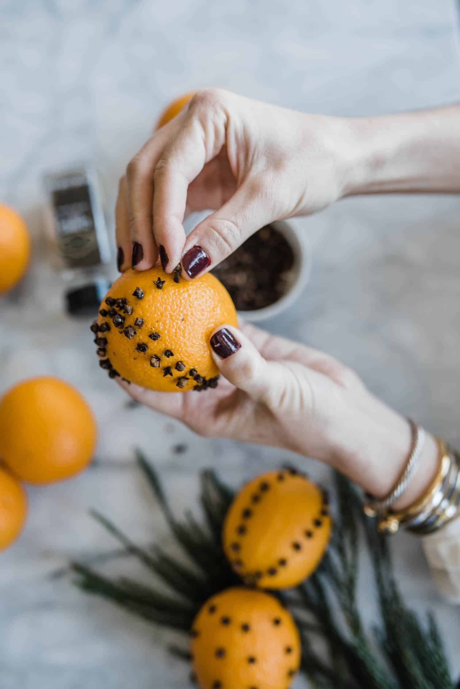DIY Orange Pomander Balls - #holiday #holidaydiy spiced orange pomander balls @mystylevita